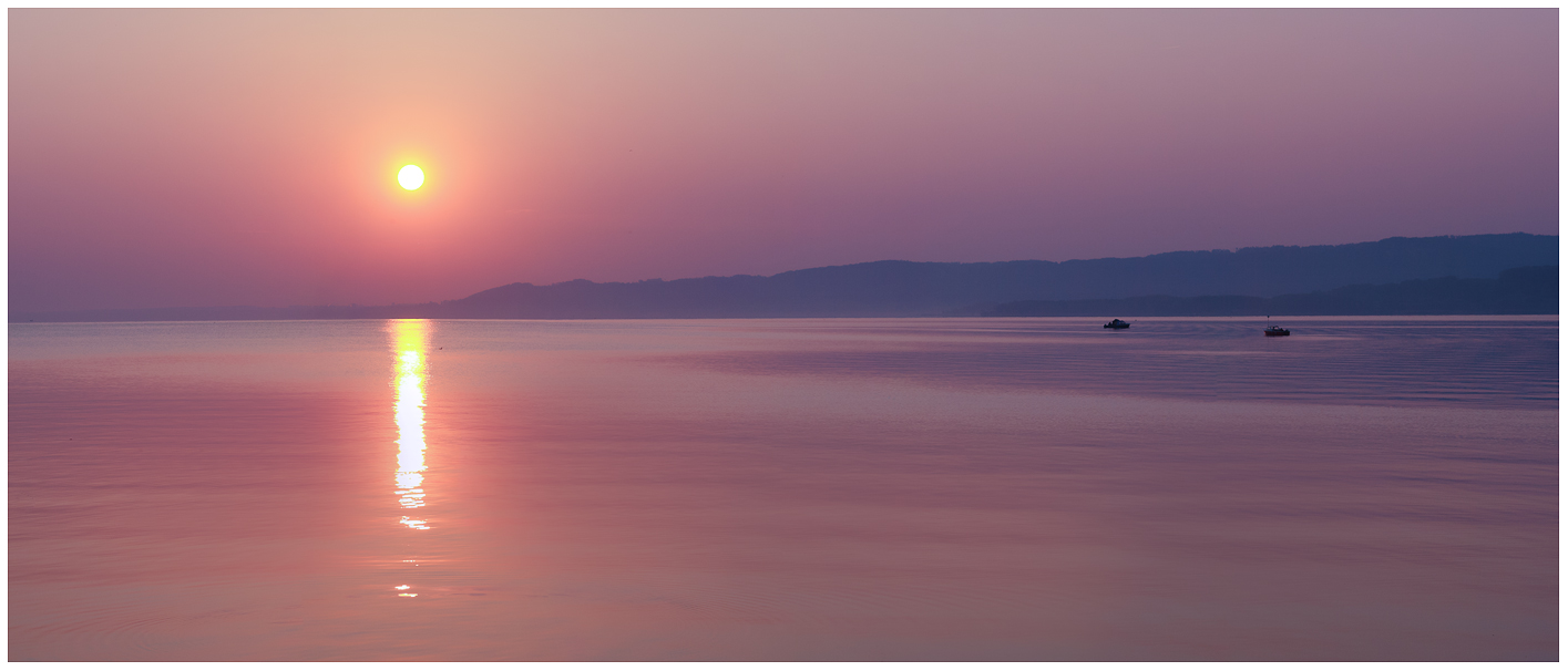 Panobook 2012, levé de soleil sur Grandson par visionlarge.ch