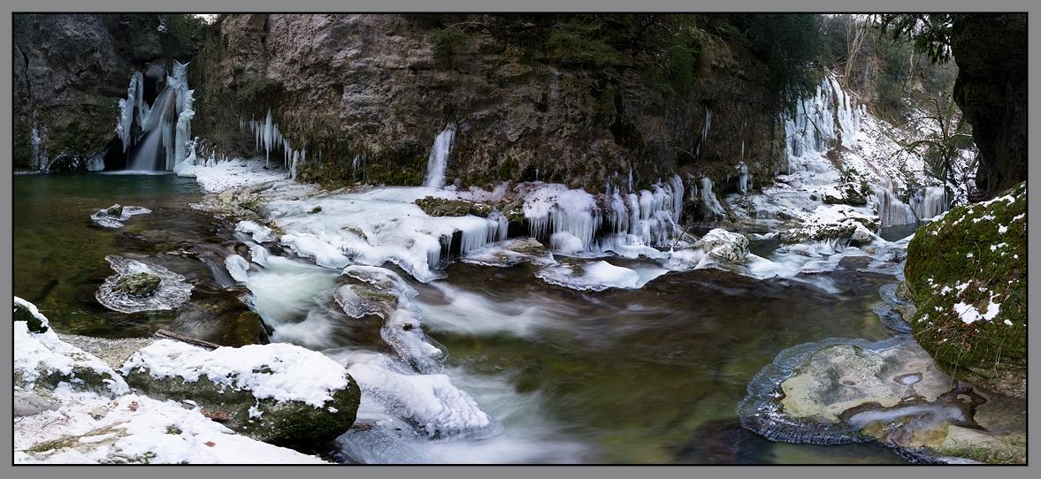 La Tine de conflens gelée par le froid extrême