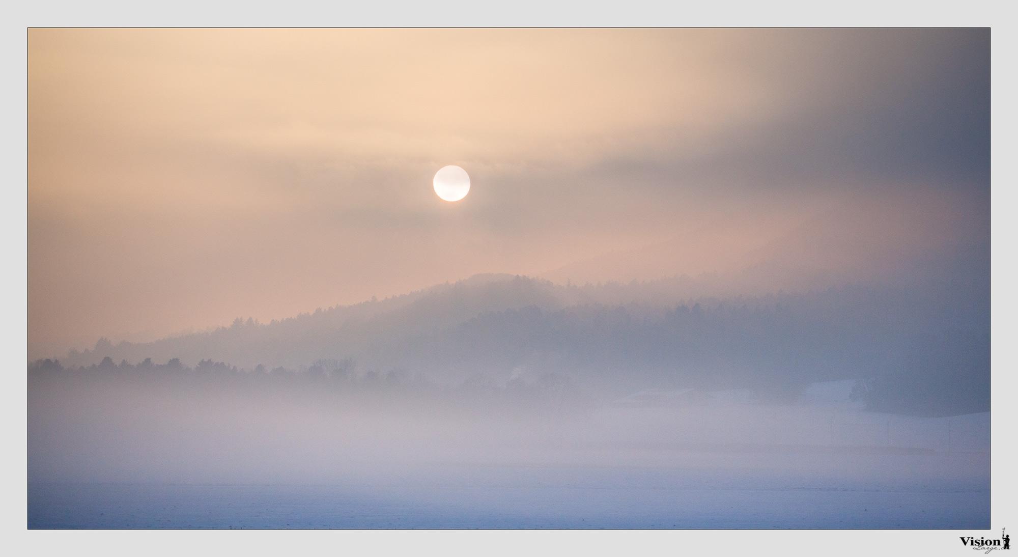Baume brume et couché de soleil